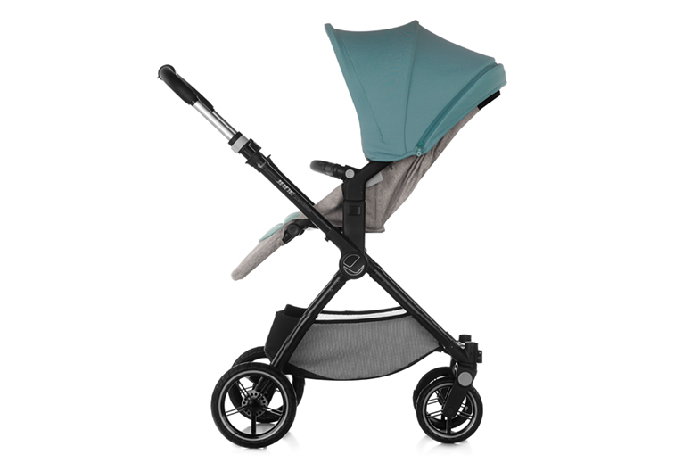 Reversible carrycot.